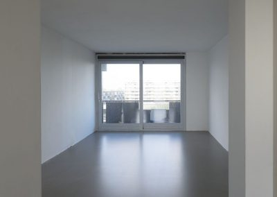 Betonlook vloer van egaline en transparante vloercoating